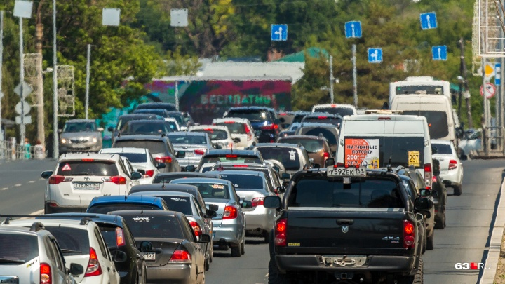 Самара попала в топ-5 российских городов с самым большим количеством автомобилей