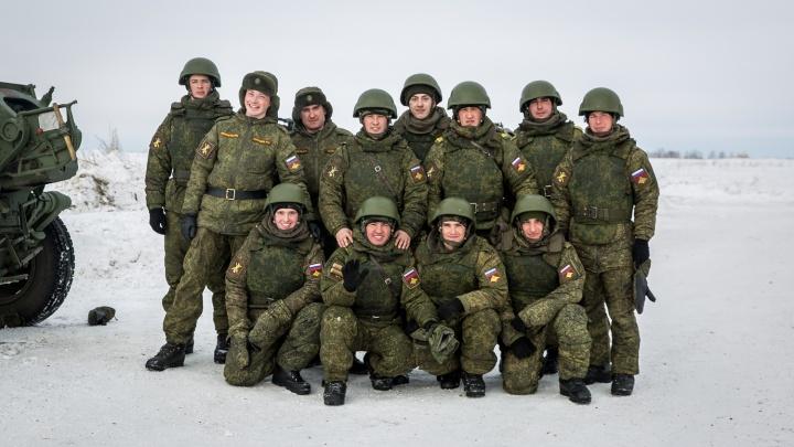 «Они хотят прикрыть беззаконие»: в армии запретили мобильники — насилия и коррупции станет больше