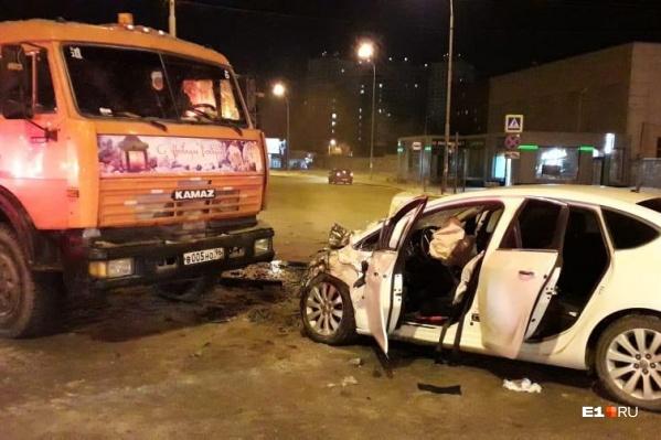 Водитель иномарки тоже пострадал в ДТП, но остался жив