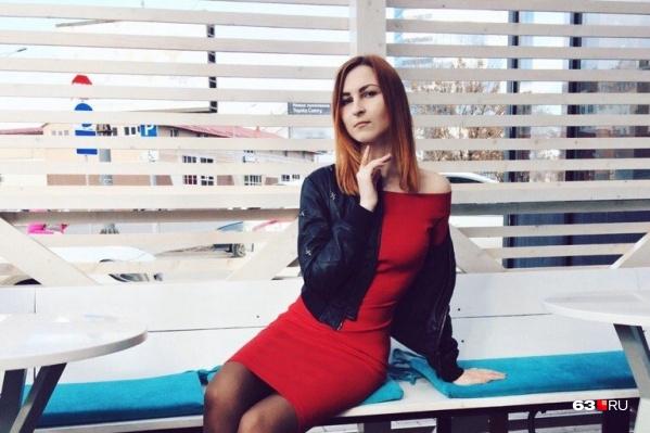 Анна Назарова окончила СНИУ имени Королёва. В 2017 году заняла место штатного корреспондента в 63.RU