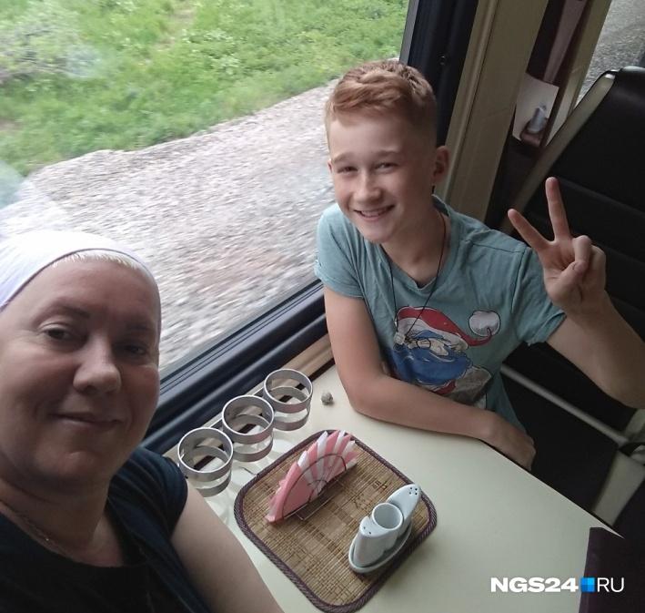 Лёша с мамой часто путешествует. Недавно они вернулись из Абхазии и Сочи. Сейчас Лёше 13 лет