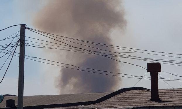 Дым со свалки со стороны складов на Толмачёвской