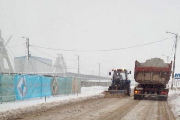Ликвидация последствий снегопада потребовала мобилизации «тяжелой артиллерии»