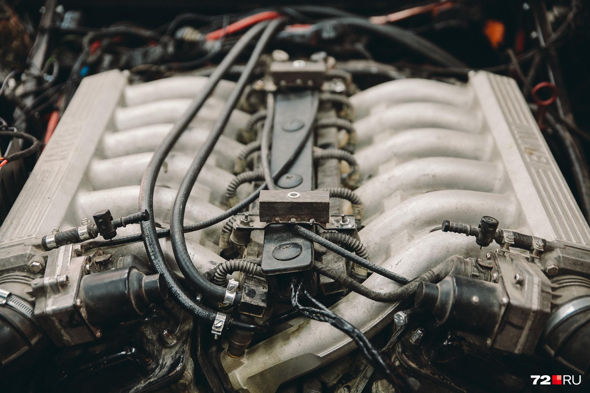 Двигатель при строительстве использовался V12 (пять литров), как и у оригинала. Тормозная система отChevrolet Corvette