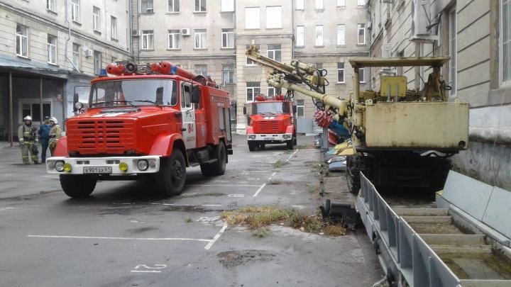 В Шахтах загорелся автодорожный институт