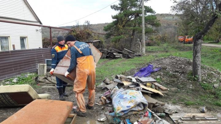 Донские спасатели отправились в Краснодарский край для борьбы с последствиями потопа