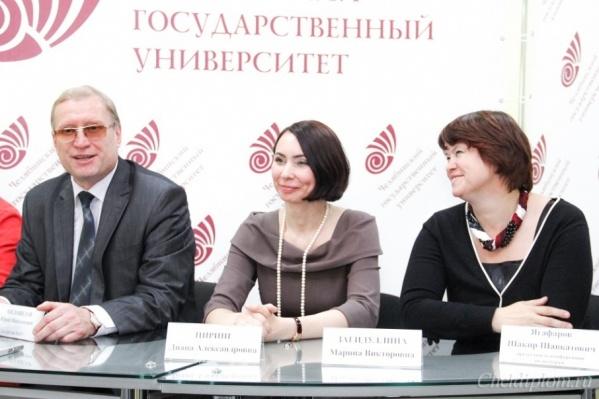 Юрий Миловидов с двумя кандидатами на пост ректора — Дианой Циринг и Мариной Загидуллиной