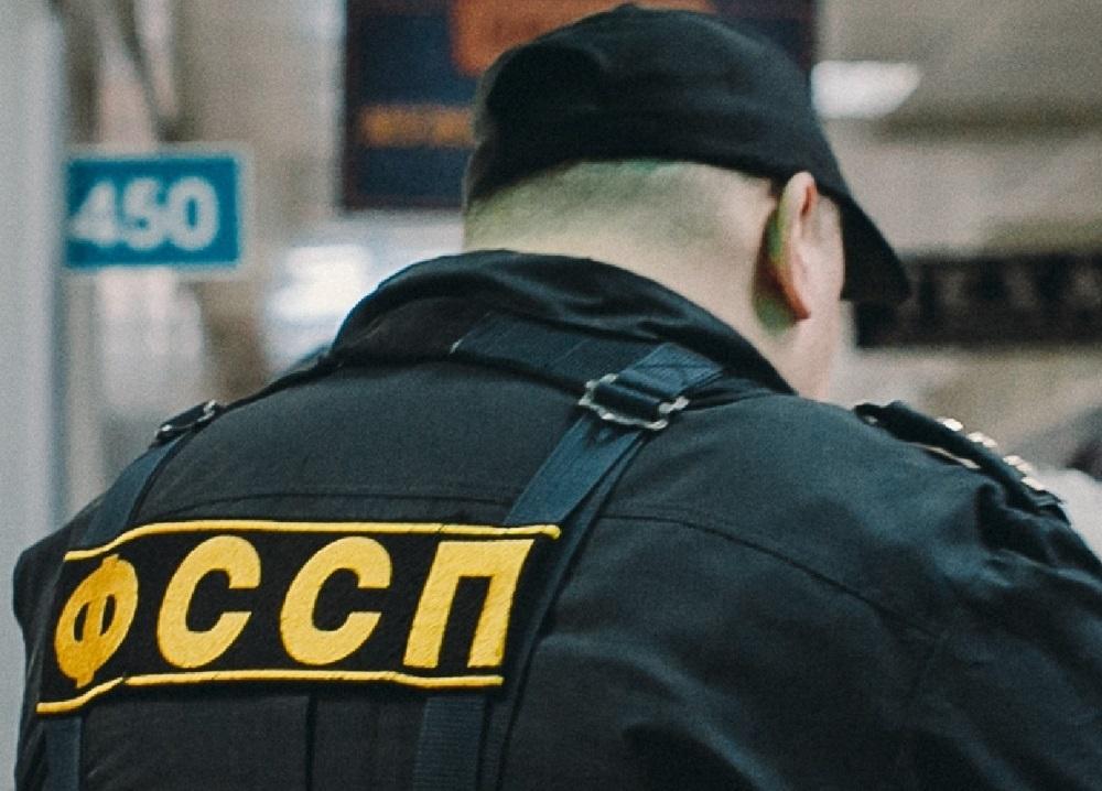 Иномарку тюменца, на которой он приехал в отдел ФССП, нашли сотрудники службы и арестовали её