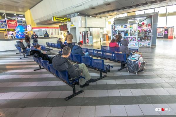 Пока пассажиры узнают информацию о поездах со слов диктора