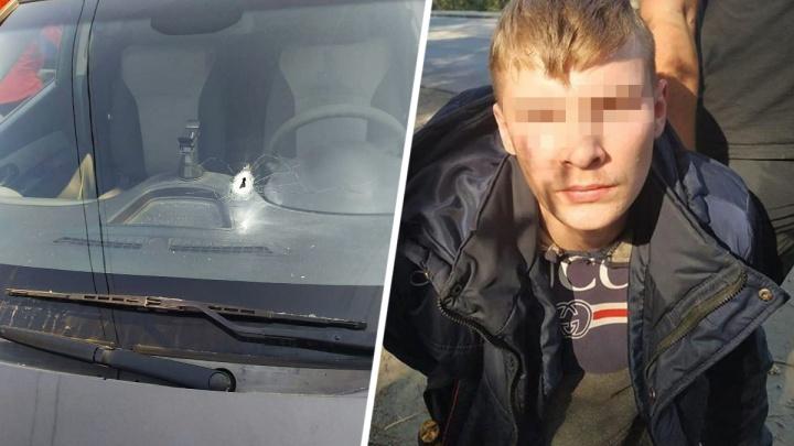 В Ростове преступники ограбили частный дом, а потом обстреляли проезжавший мимо автомобиль