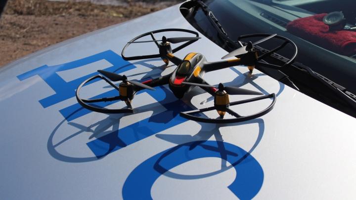 Инспекторы ГИБДД показали, как с воздуха наблюдают за нарушителями на трассе