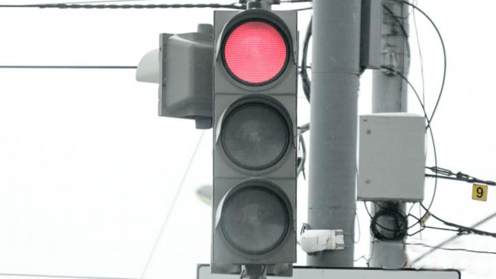 На перекрестке Сибирской и Пушкина изменили схему работы светофоров