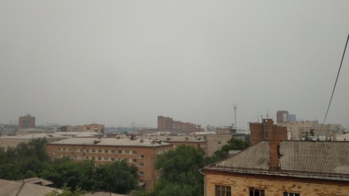 «Дышите через раз»: 12 самых эпичных кадров задымленного Красноярска