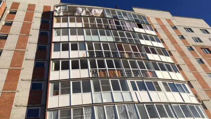 Жильцы дома на Малиновского рассказали о соседе, в квартире которого произошёл хлопок