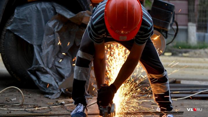 В Волгограде коммунальщики на 56 дней перекрыли улицу Огарева