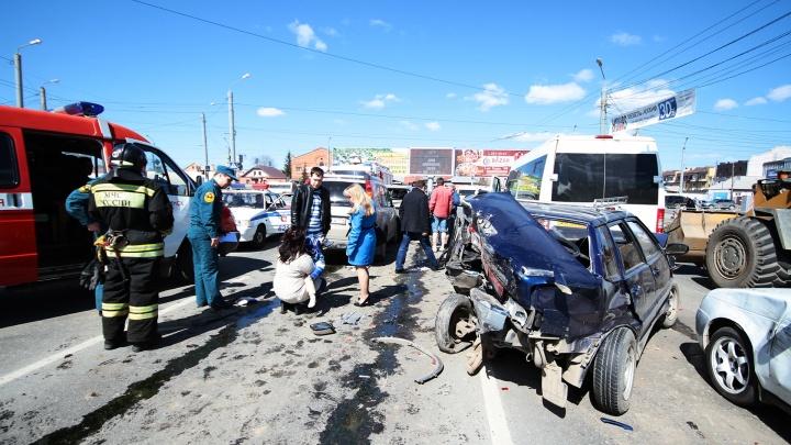 «Скорее разденут, чем вытащат»: врач показал простой способ эвакуировать человека из машины