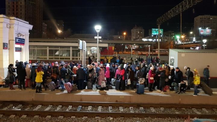 Оборвался контактный провод: железнодорожники назвали причину коллапса под Волгоградом