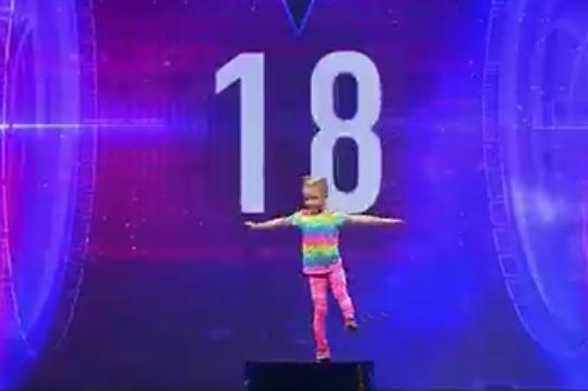 Пятилетняя челябинка удивила Максима Галкина на шоу «Лучше всех» умением приседать на одной ноге
