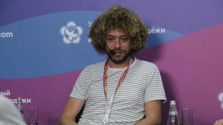 «Будет смотреть, как устроены улицы»: блогер Илья Варламов приехал в Пермь