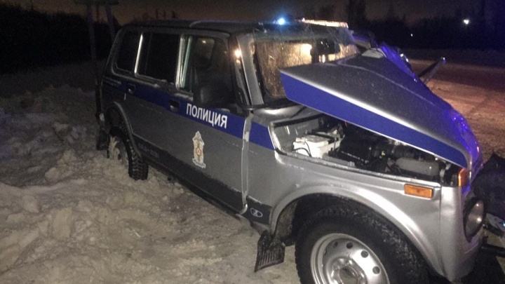 На трассе столкнулись четыре машины — среди пострадавших два полицейских и пешеход