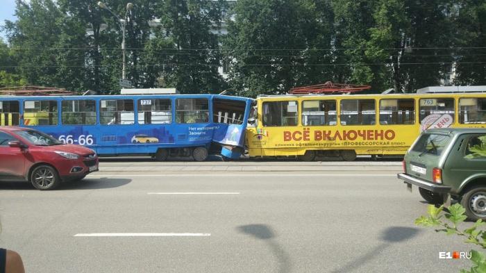 В Екатеринбурге начнут судить женщину-водителя «бешеного» трамвая, устроившего аварию на Ленина