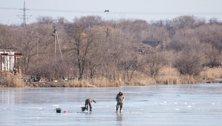 Ушёл под лёд: в Ростовской области снова спасли рыбака