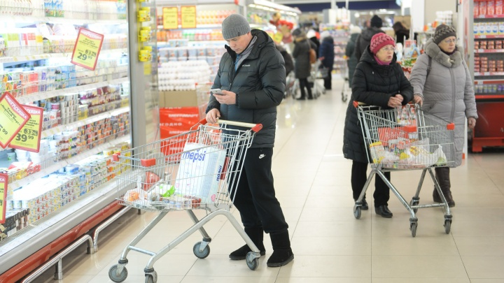 Алкоголь подешевел: как изменились цены на продукты в Свердловской области с начала года