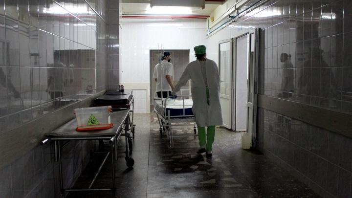 В больнице умер 13-летний подросток, который с друзьями жёг карбид на заброшенном складе в Омске