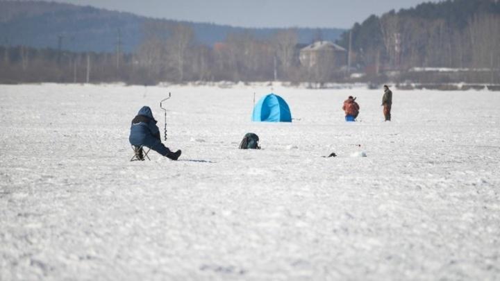 Под Среднеуральском провалились под лёд и пропали двое любителей ночной рыбалки
