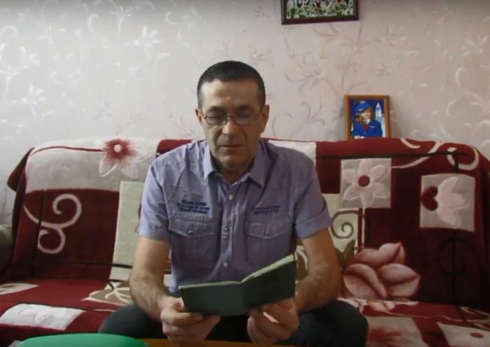 Юрий Цветков живёт в служебной квартире вместе с женой и 11-летней дочерью