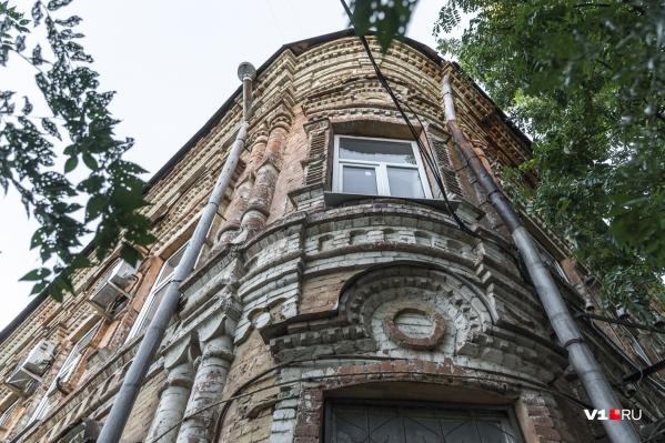 Дом на Балашовской, 13 сохранился до наших дней со следами различных «ран»