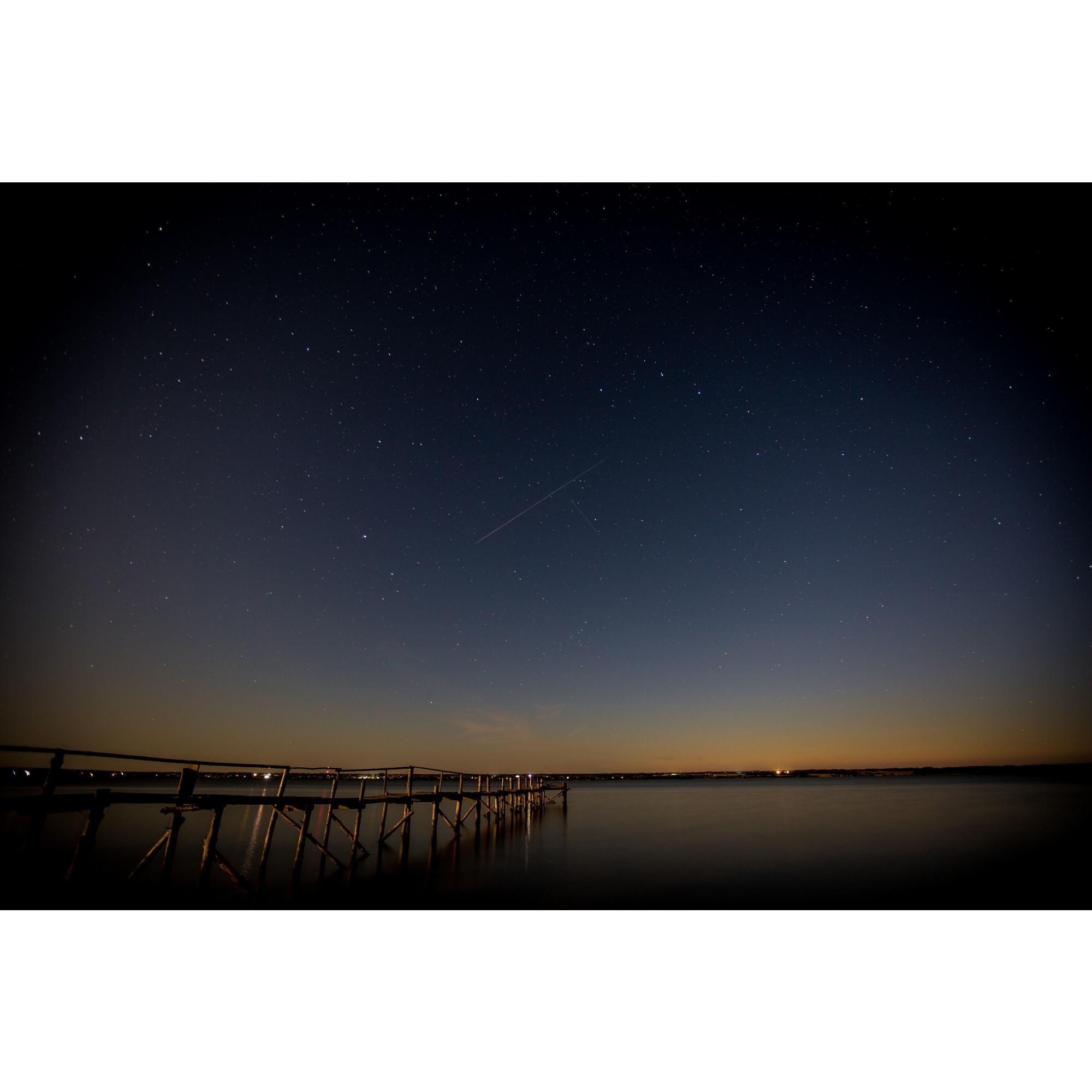 Звёздное небо во время метеорного потока Персеиды