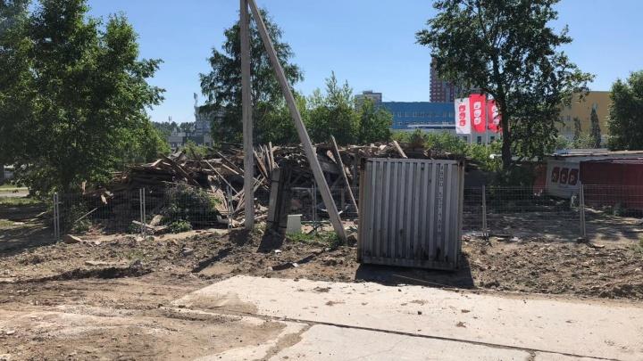 Дом на ВИЗе, за который больше года судилась пенсионерка, снесли