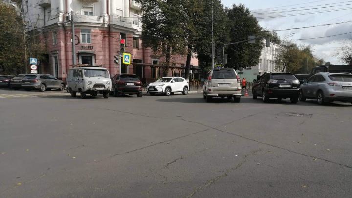 «Народ бунтует на Красной площади»: жителям центра перекрыли проезд к собственным домам