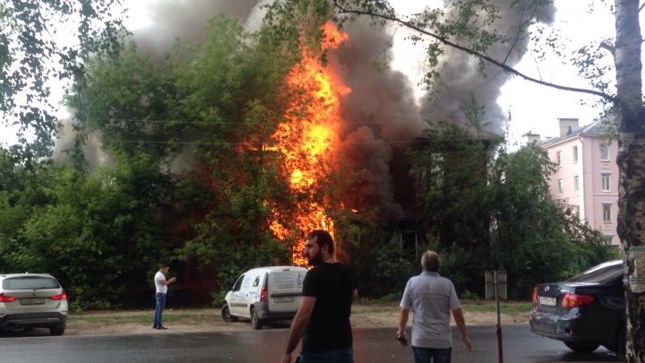Деревянный дом сгорел в Нижнем Новгороде