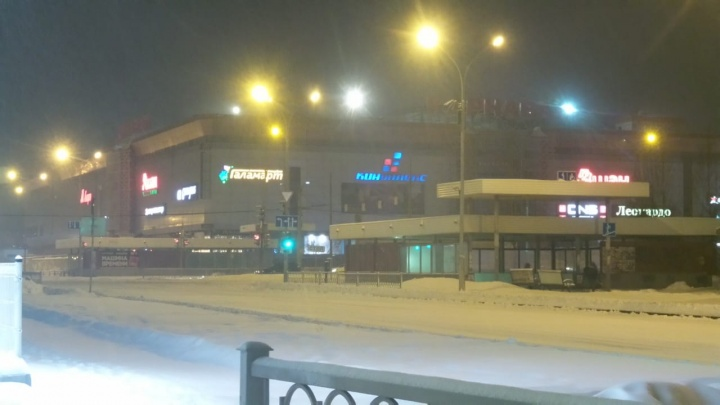 Задымление по всему торговому центру: в Екатеринбурге вспыхнул пожар в «Карнавале»