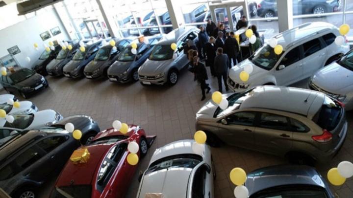 Суета и психологическое давление: клиенты автосалона в Уфе рассказали, как их «развели» на деньги