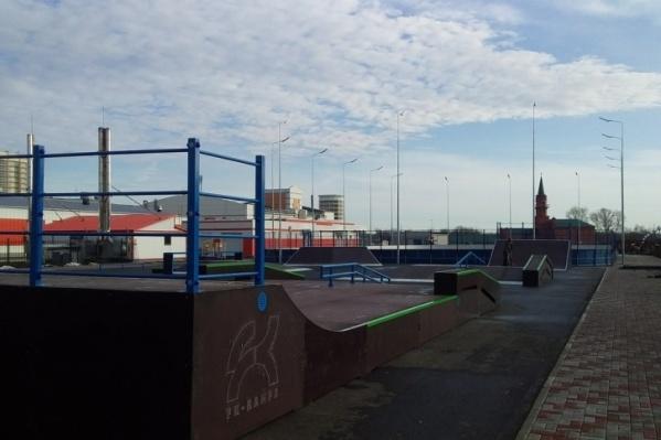 В Молодёжном парке уличные тренажеры начнут работать только весной