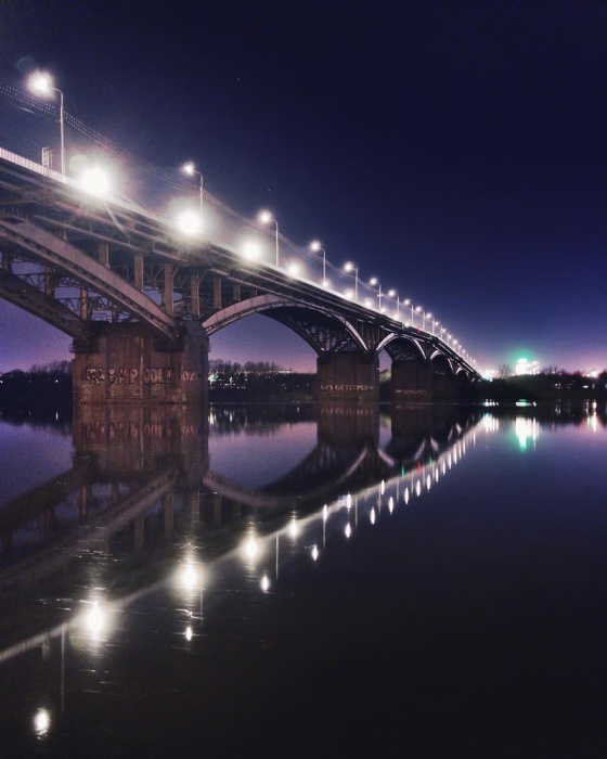 Кроме фантастического моста на кадре видно завораживающее небо