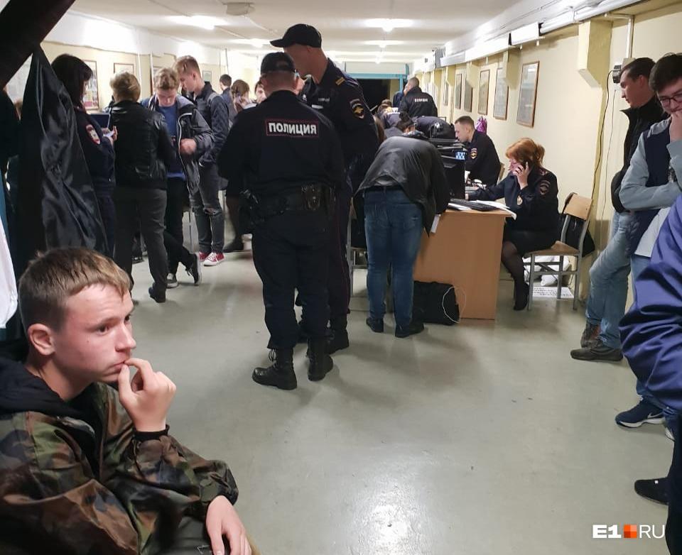 Конвейер по выписыванию протоколов полиция организовала в тире