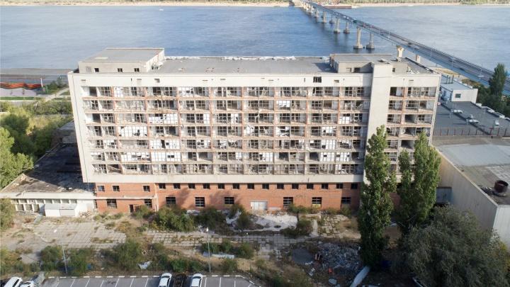 «Покупатель есть — продать не можем»: мэрия Волгограда заставила банкрота ремонтировать Дом молодёжи
