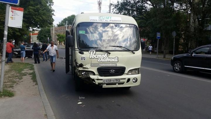В Ростове на Западном маршрутка протаранила иномарку