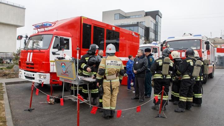 «Загорелась сцена, огонь перекинулся в зал»: в волгоградском ГДЮЦе провели массовую эвакуацию