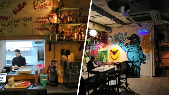 Открылся бар, который хотели назвать «имени Хворостовского». Там старая мебель и дешевое пиво