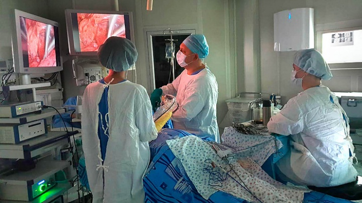 У врачей свердловского онкодиспансера появился уникальный скальпель. Рассказываем, как он работает