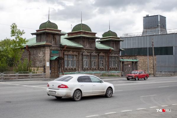 Старинный особняк привлекает внимание своей необычной архитектурой