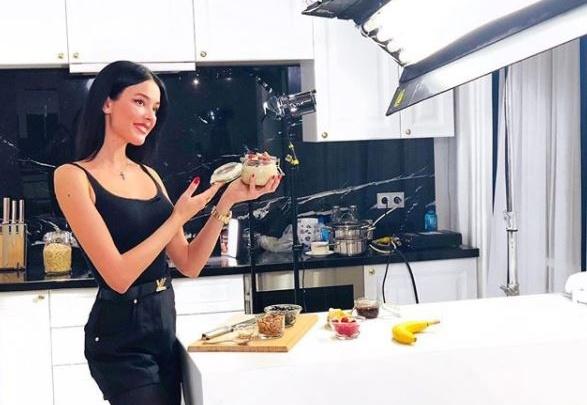 София Никитчук снялась в кулинарной программе и рассказала, как готовить правильные завтраки