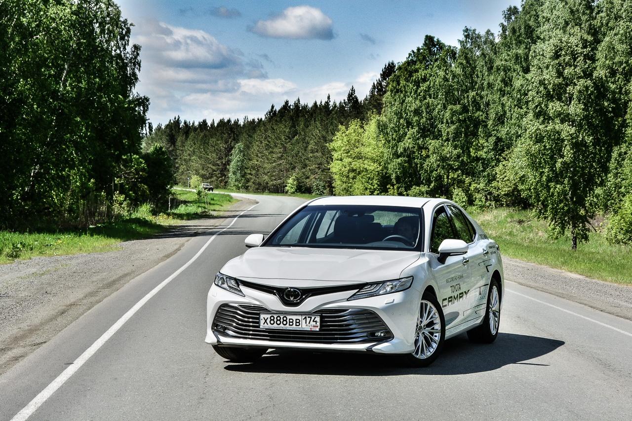 Toyota Camry подорожала во всех комплектациях, кроме базовой, но спрос все равно высок