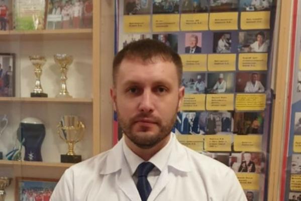 Главврач ЦРБ Евгений Кустов советует идти к профильному специалисту, пока ситуация не усугубилась