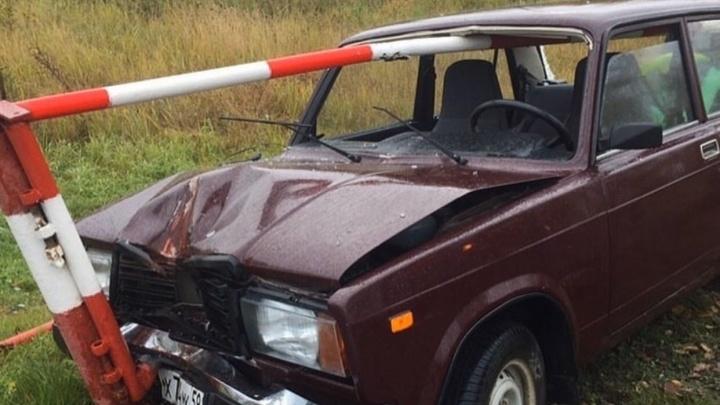Как в «Пункте назначения»: в Соликамске шлагбаум насквозь проткнул автомобиль